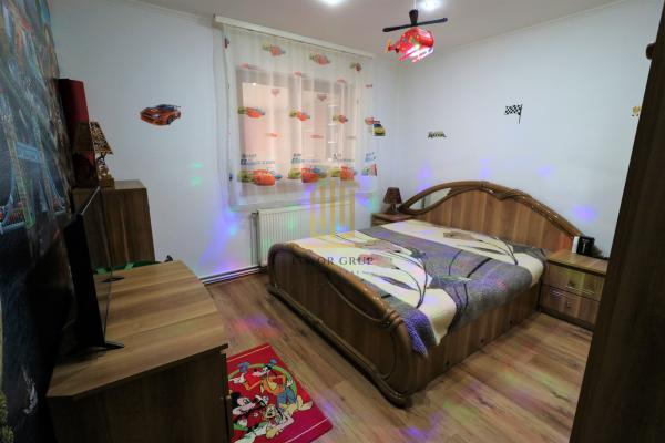 Apartament 3 camere    Decomandat   Vasile Aaron   Pivnita