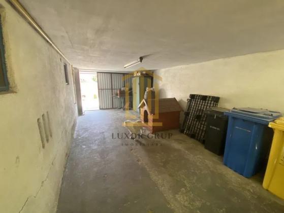 Casa 4 camere + Curte   Garaj   zona Lupeni