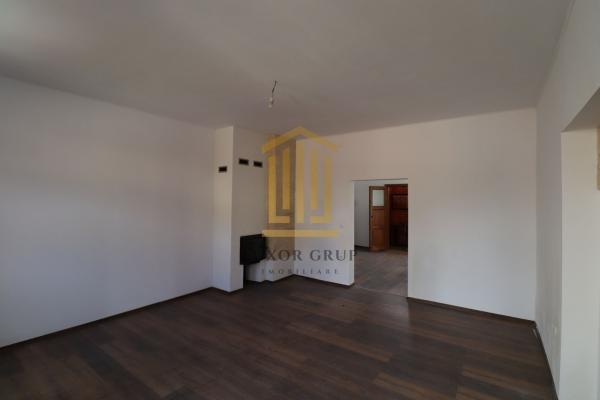Casă / Vilă 5 camere   Singur in curte   zona Ultracentrala   140 mpu