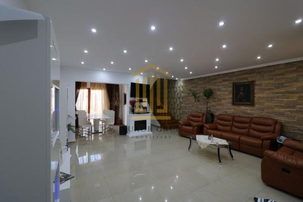 Casă / Vilă cu 6 camere + Casa/Vila cu 2 camere | zona Terezian