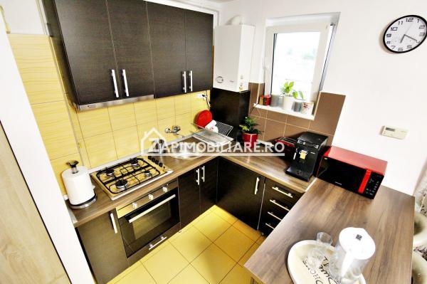 Apartament 3 camere, 49 mp, Semicentral EXCELENT