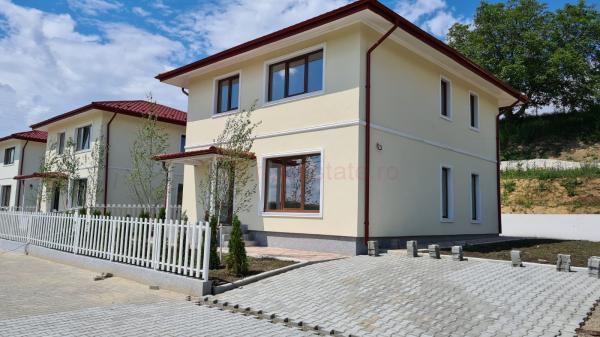 Vila in Breazu, cartier de lux, mutare imediata