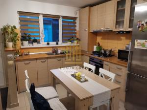 Apartament 3 camere decomandate | zona Gusterita | Curte 50 mp