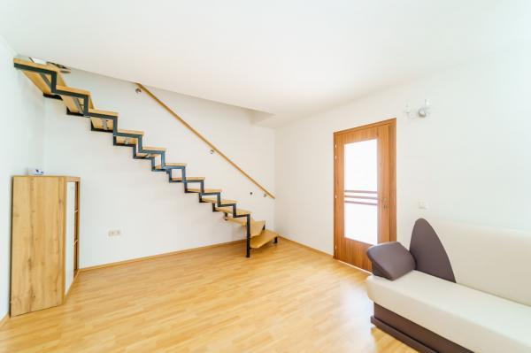 Apartament la casă zona Uta
