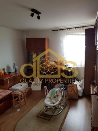 Apartament cu 5 camere în zona Ștrand