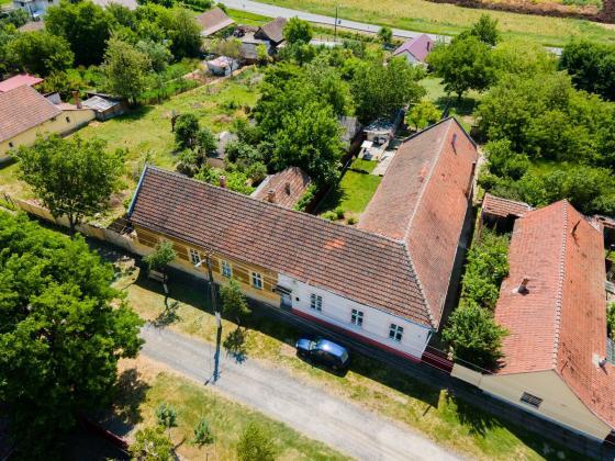 Casă situată central în Vinga