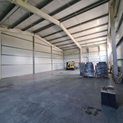 Hală industrială, platformă betonată, 240 mp