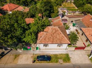 Două case cu curte comună în Bujac